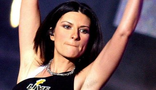 """Laura Pausini: un'intervista esclusiva a """"Detto Fatto"""" con Caterina Balivo"""