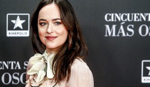 Amazon svela il primo poster del remake di Suspiria con Dakota Johnson