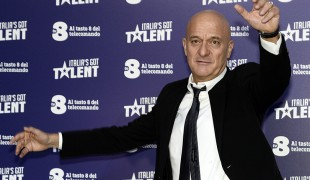 Saturday Night Live torna su TV8 ad aprile: nel cast ci sarà Claudio Bisio