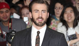 Chris Evans dice addio a Captain America: The Rock e Ryan Reynolds si congratulano con l'attore