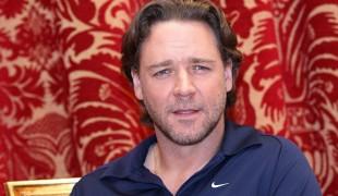 Russell Crowe mette all'asta gli oggetti di scena dei suoi film