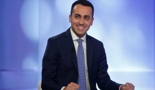 "Di Maio ironizza su Renzi a Mediaset: ""Futuro Piero Angela..."""