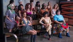 Glow 2: il cast si racconta in una nuova featurette nel backstage