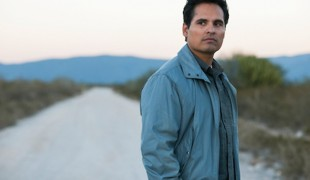 """""""Narcos: Messico"""" le prime foto della serie tv con Michael Peña e Diego Luna"""