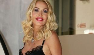 Un matrimonio lampo e una storia naufragata in tv: ecco chi è Valeria Marini