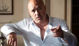 Da Montalbano a direttore di carcere: Luca Zingaretti è il Re nella nuova serie Sky