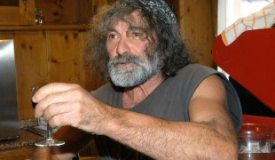 "Cartabianca, Mauro Corona fa infuriare Senio Bonini: ""Omofobia strisciante e inconsapevole"""