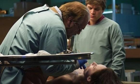 Autopsy, due clip del film horror ambientato all'obitorio