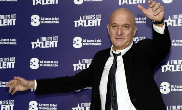 Saturday Night Live torna su TV8 ad aprile: nel cast ci sarà Claudio Bisio