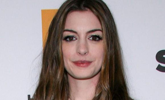 Barbie sbarca al cinema: sarà Anne Hathaway a interpretarla?