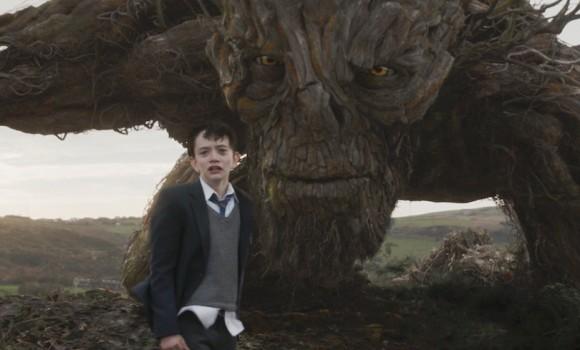 Sette Minuti Dopo la Mezzanotte: fantasia e bullismo nelle bellissime immagini del film