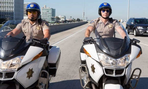 Dalle strade della California ecco arrivare le foto ufficiali di CHIPs: il film tratto dalla famosa serie tv