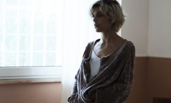 Una famiglia: le ultime due clip del film di Sebastiano Riso presentato a Venezia