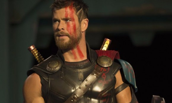 Chris Hemsworth spaventa i fan: