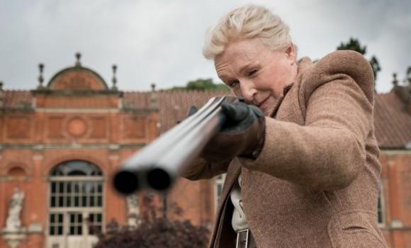 Mistero a Crooked House: le immagini del nuovo film tratto da Agatha Christie