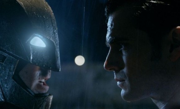 Zack Snyder tenta di spiegare un buco di trama in Batman VS Superman
