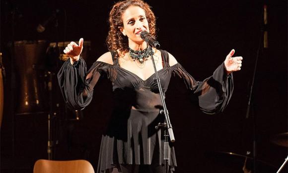 Noa: tutto sulla cantante israeliana che vuole diffondere pace e amore
