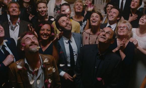 C'est la vie - Prendila come viene: la recensione della piacevole e incompiuta commedia dei registi di Quasi amici