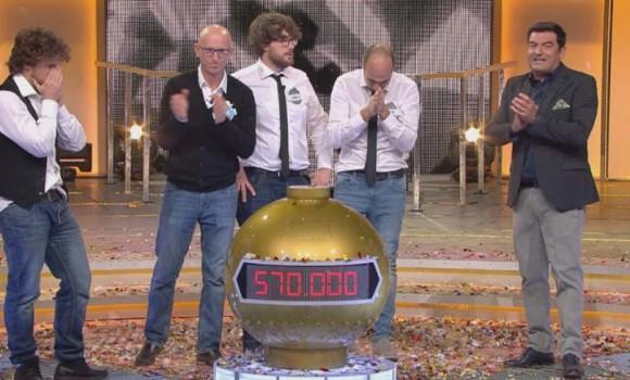 """BOOM!: i """"Raggi X"""" vincono una cifra record nel quiz di Max Giusti"""