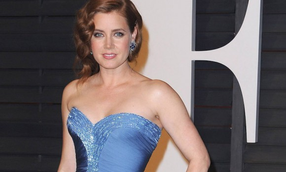 Amy Adams nelle prime foto del film 'The Woman in the Window'