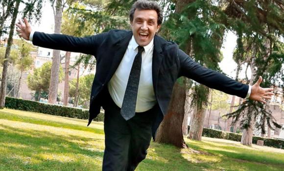 Flavio Insinna condurrà L'eredità, ma Striscia la notizia torna all'attacco