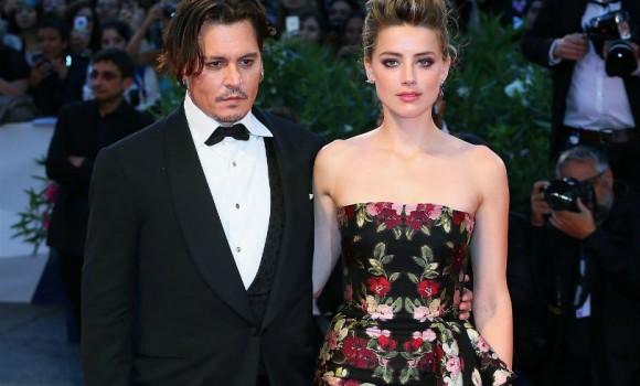 """Johnny Depp fa causa all'ex moglie Amber Heard: """"Mi ha diffamato"""""""