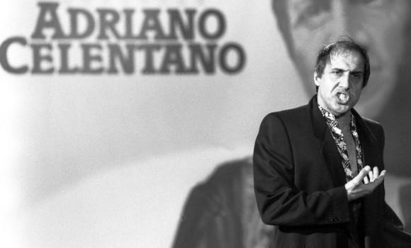 """Nino Frassica ironizza su Adrian mostrando un foglio bianco: """"Abbiamo il testo di Celentano"""""""
