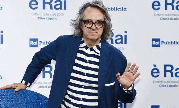 Ama le righe e non va d'accordo con i social network, ecco chi è Gigi Marzullo