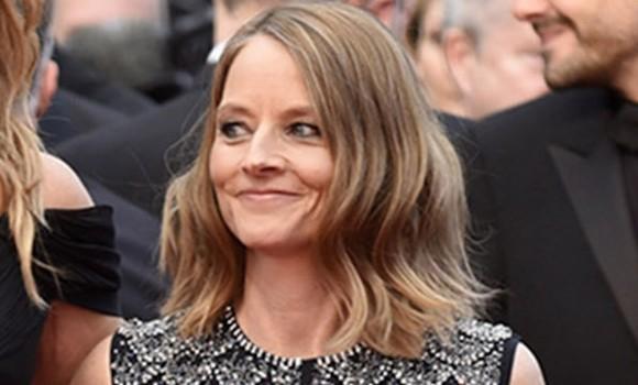 Star internazionale con una carriera ricca di premi: ecco chi è Jodie Foster