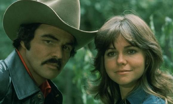 Il bandito e la madama torna in tv: il cult movie con Burt Reynolds diventa una serie