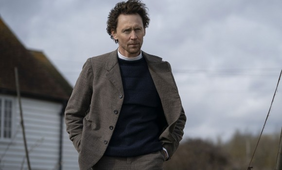 Tom Hiddleston affianca Claire Danes nella serie Essex Serpent: ecco le prime foto