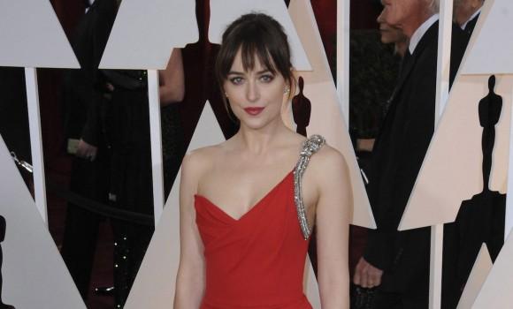 Netflix prepara l'adattamento di Persuasione e la protagonista sarà Dakota Johnson