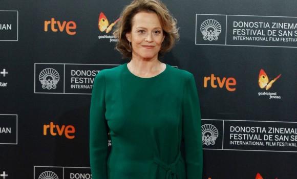 Ascolta i fiori dimenticati diventa una serie tv: Sigourney Weaver sarà la protagonista