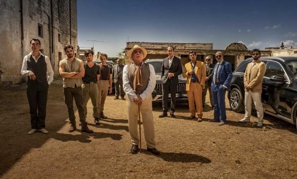 School of Mafia, tutto sulla stramba commedia con Nino Frassica prof di criminalità