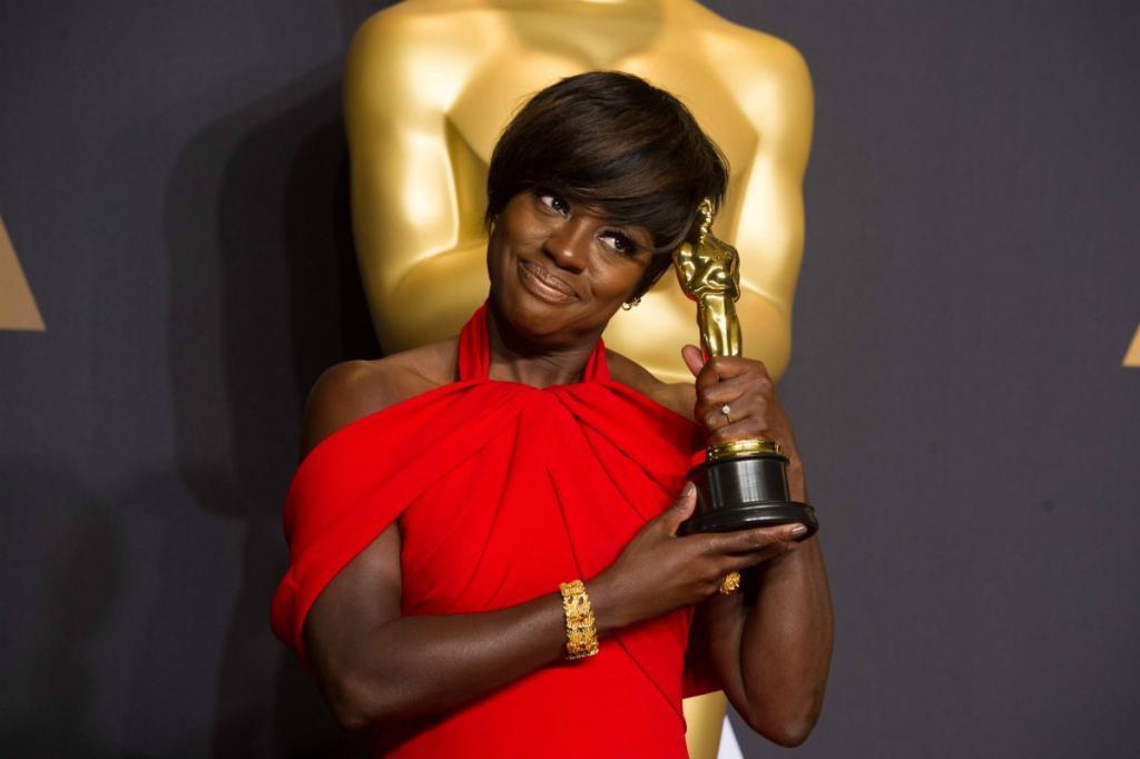 Viola Davis con il suo Premio Oscar