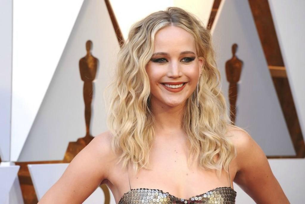 Un primo piano di Jennifer Lawrence, che aderisce alla campagna Stop Hate for Profit