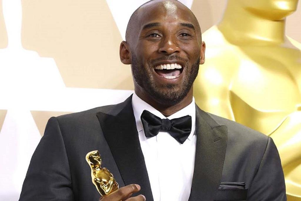 Kobe Bryant riceve il Premio Oscar