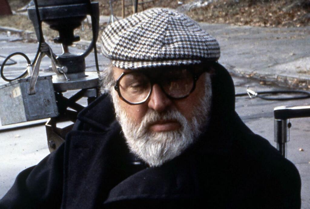 Un primo piano di Sergio Leone, regista di Per un pugno di dollari