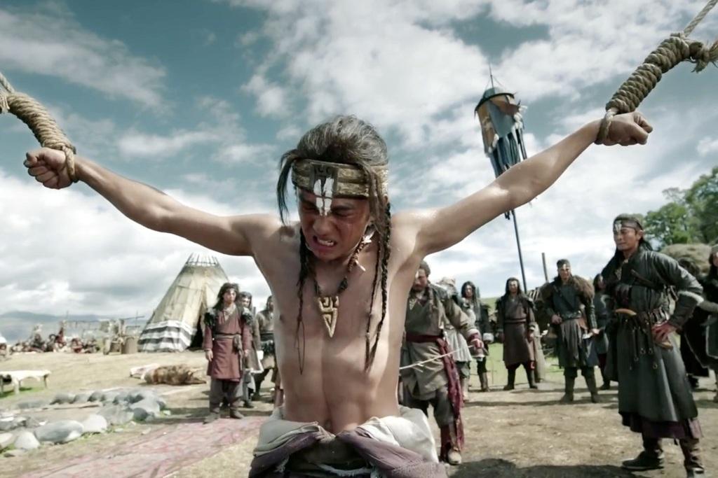 Una scena di Tribes and Empires: Storm of Prophecy, tra le serie tv di Rai 4 da vedere in programmazione nel 2020-21