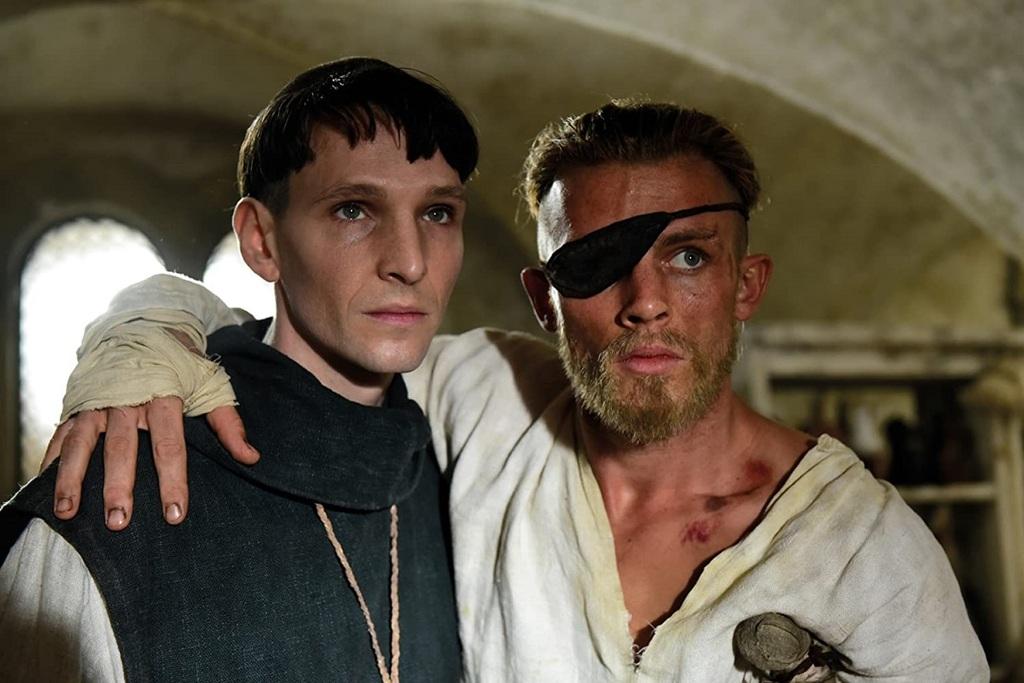 Jannis Niewöhner e Sabin Tambrea in una scena di Narciso e Boccadoro, uno dei 5 programmi di Rai Premium da non perdere nel 2020-2021