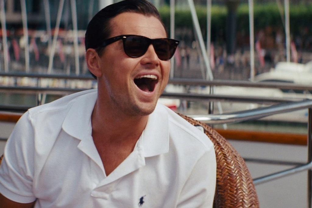 Un primo piano di Leonardo DiCaprio nel film The Wolf of Wall Street