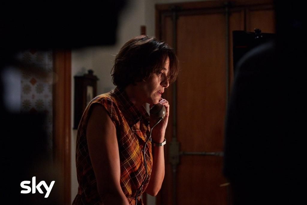 Anna Foglietta è Franca Rampi in una scena della serie Alfredino - Una storia italiana