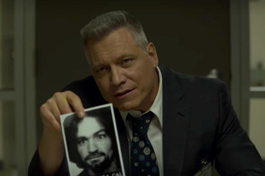Holt McCallany in una scena della serie Mindhunter