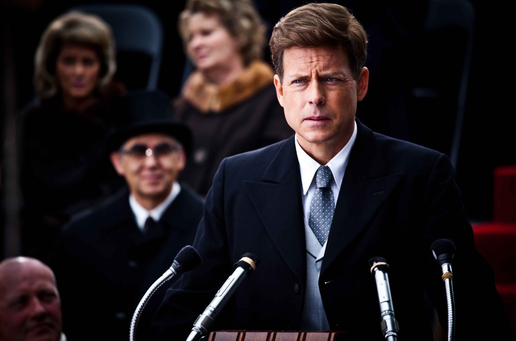 Greg Kinnear è Jack Kennedy in una scena della serie The Kennedys, disponibile su La7Prime