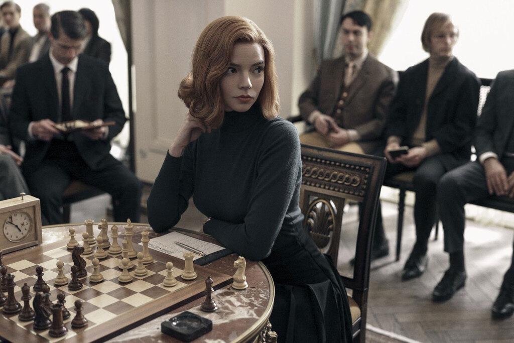 Anya Taylor-Joy in una scena della serie La regina degli scacchi