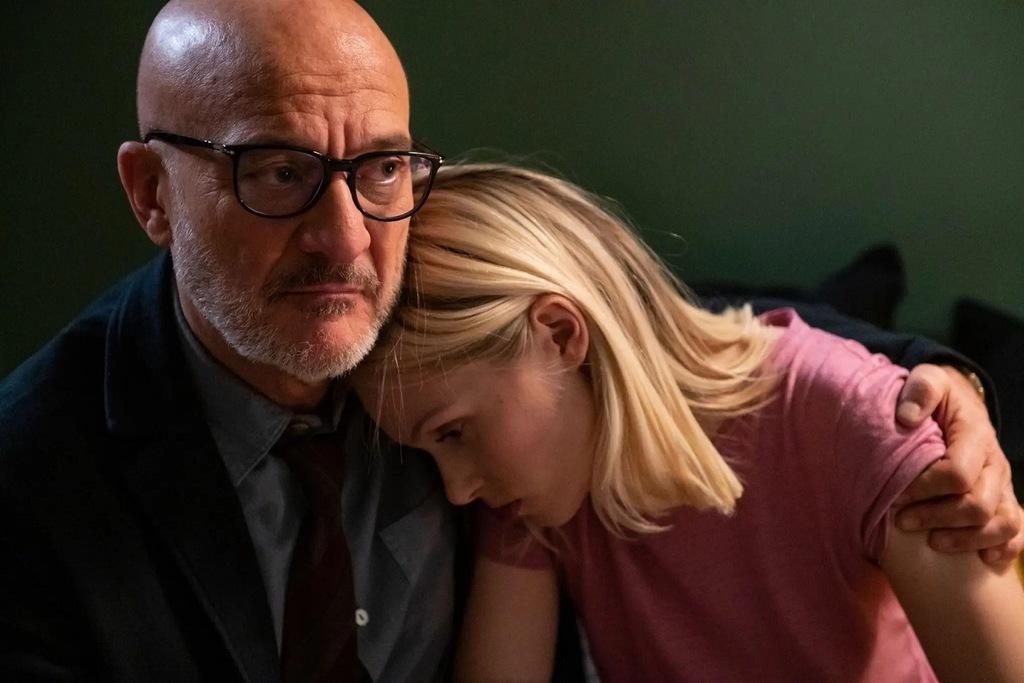 Claudio Bisio e Caterina Shulha in una scena della serie tv Tutta colpa di Freud