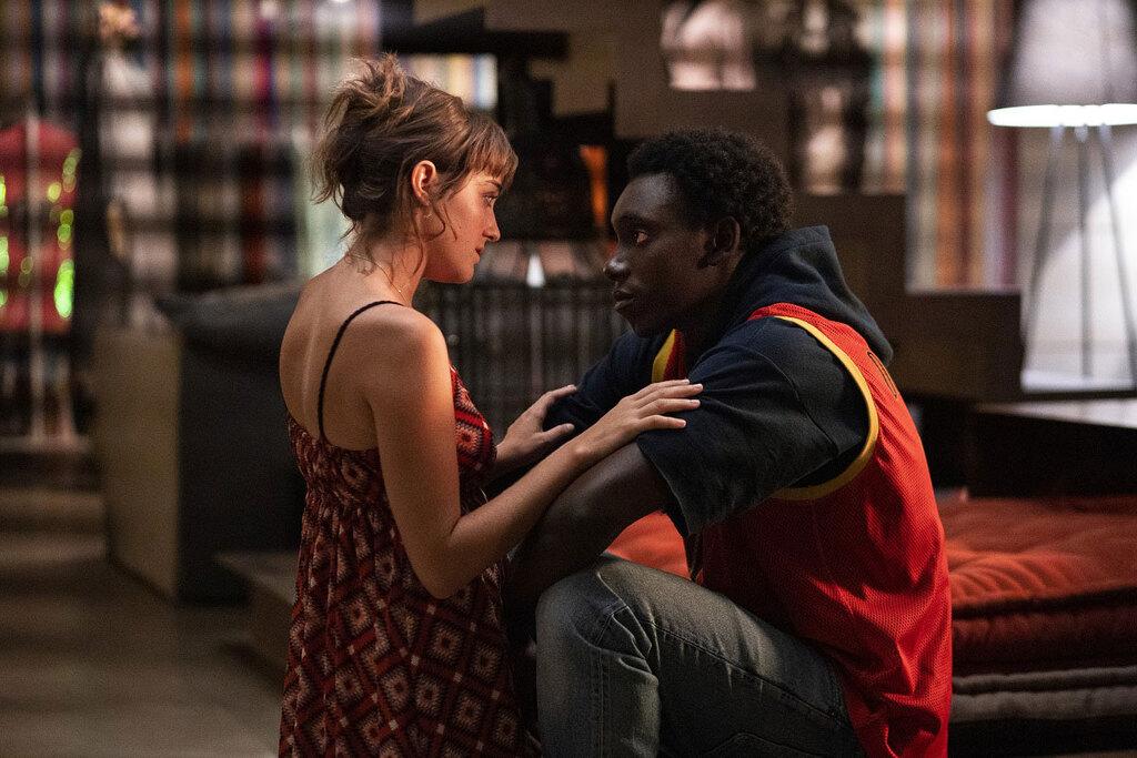 Beatrice Grannò e Giuseppe Dave Seke nel quarto episodio nella serie tv Netflix Zero