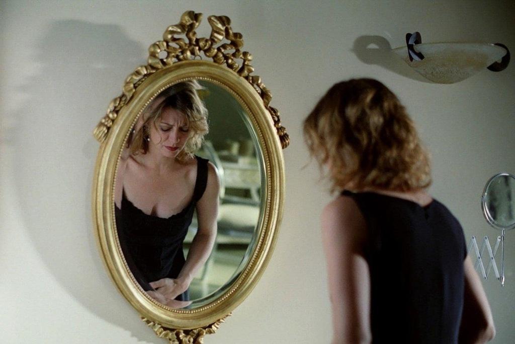 Margherita Buy in una scena del film I giorni dell'abbandono
