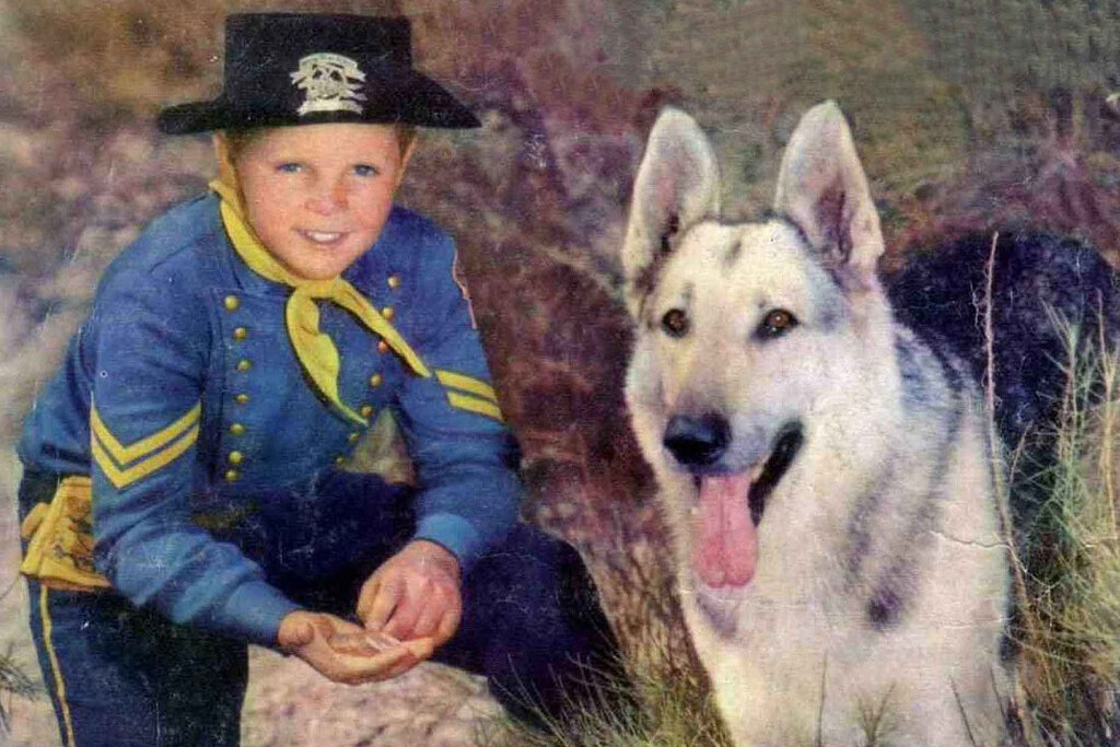 Lee Aaker versione Rusty accanto a Rin Tin Tin