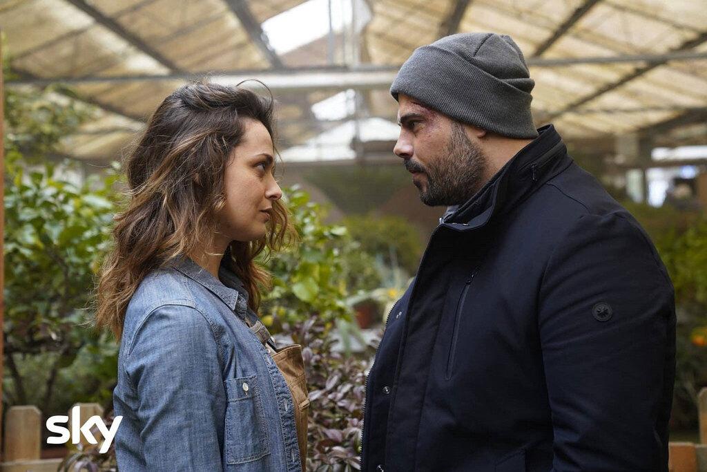 Valeria Bilello e Marco D'Amore in una scena del film Security